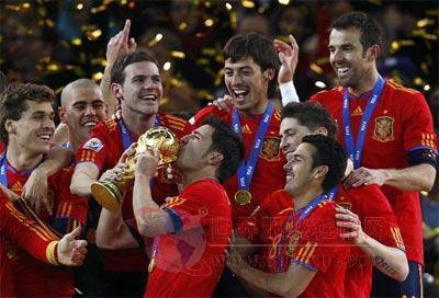 西班牙绝杀荷兰 阿迪达斯PK耐克终决胜负-世界