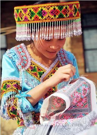 云南文山 发挥区位优势 打造苗族服饰文化品牌
