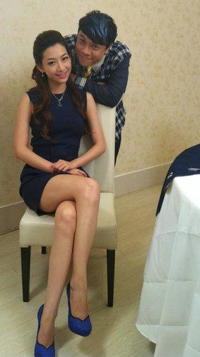 蔡康永与温雅搭档录节目 送亲自设计高跟鞋-世