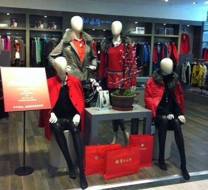 商家推出中国红新春主打服饰