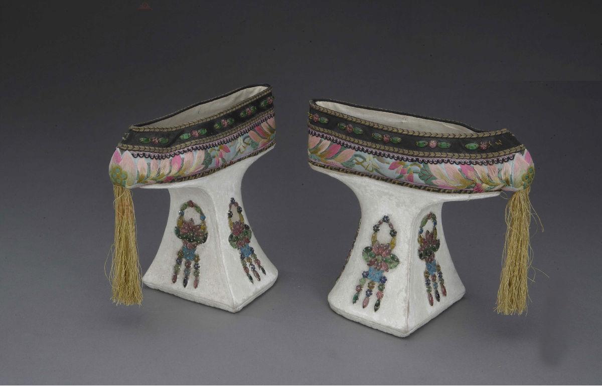 古代妃子的鞋子图片