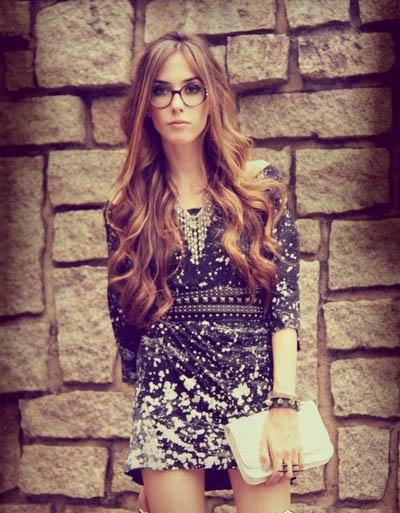 欧美 图案 搭配 行业/黑底白花图案的连衣裙,简洁的短款,却不显单调,搭配适当的...
