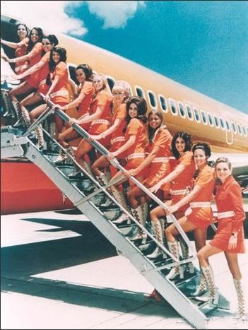 空姐有那些服务_马航mh370空姐有几ge_客机