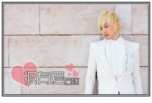 白色西装主题曲谱子-托,还是这身白西服和金色的头发,阳光般美好-R C古代人 后弦MV