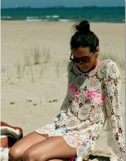 海边泳装搭配 巧用配饰展现出你的风格