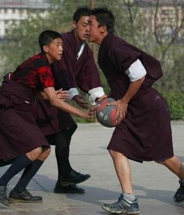 黑皮鞋黑袜子上学