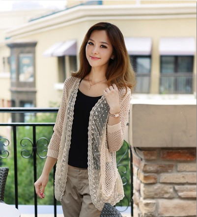 搭配 开衫/细腻的精致镂空接拼立体浮雕效果般的刺绣蕾丝,这件开衫用浅浅...