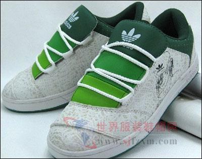 阿迪达斯运动品牌三叶草男鞋 运动活力的象征