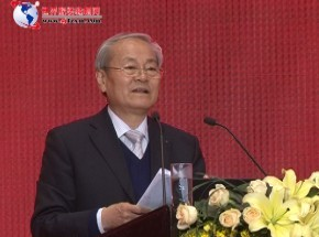 中国纺织工业联合会名誉会长,中国服装协会名誉会长杜钰洲先生,为我们做精彩的主旨演讲