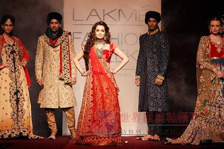Bollywood Women Compete For Lac Fashion Week